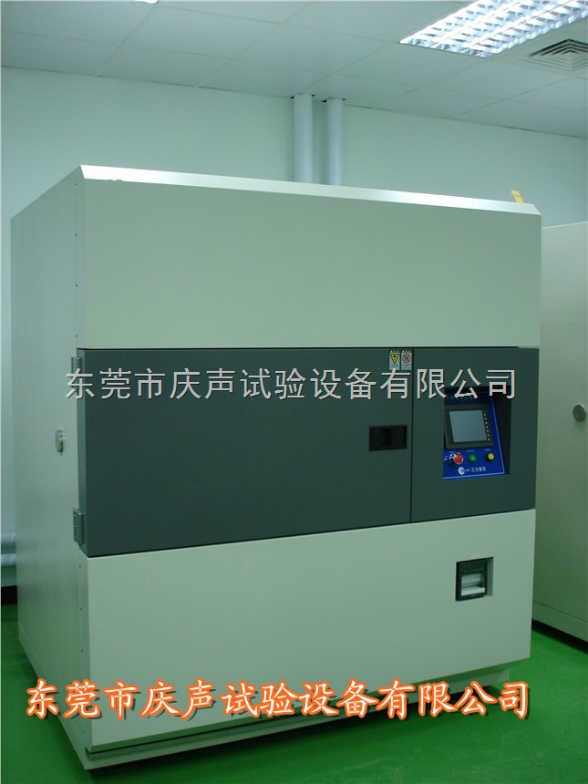 温度冷热冲击试验箱 两槽式冷热冲击试验箱运行控制系统: 1、钣金:内箱材质:镜面不锈钢板(SUS304,1.0mm厚),外箱材质:不锈钢(1.0mm厚)。 2、保温材质:高温槽:24k玻璃棉,低温槽:聚胺脂硬质发泡+玻璃棉。 3、加热器:鳍片式散热管镍铬合金U型高效加热器,自动演算高精确PID+SSR控制(演算周期:1~4S可设),使其热损耗量与加热量相当,故比传统ON/OFF控制省电约30%。 4、送风循环系统:台制马达2台,附不锈钢加长轴心;多翼式扇叶(SIROCCOFAN);台制离心排风机一台。 5