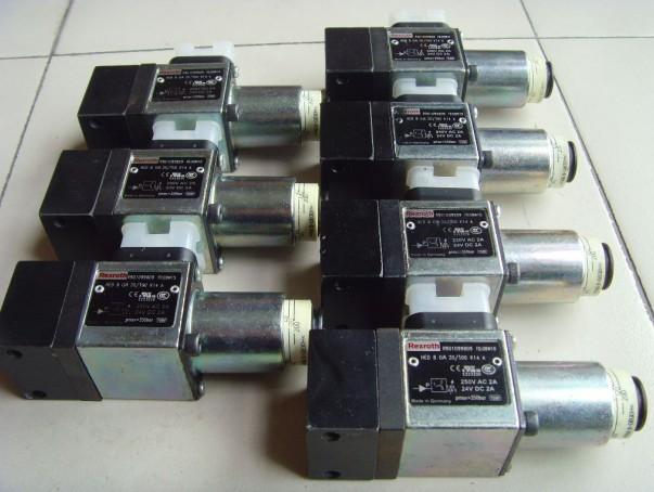 REXROTH压力开关采用高精度、高稳定性能的压力传感器和变送电路,再经专用 CPU模块化信号处理技术,实现对介质压力信号的检测、显示、报警和控制信号输出。REXROTH压力开关可以广泛用于石油、化工、冶金、电力、供水等领域中对各种气体、液体的表压、绝压的测量控制,是工业现场理想的智能化测控仪表。REXROTH压力开关广泛用于航空航天和军工领域,如M1A1坦克、阿波罗飞船、波音747、空客A320、F22、F117等产品制造。   REXROTH压力开关工作原理   REXROTH压力开关主要特点