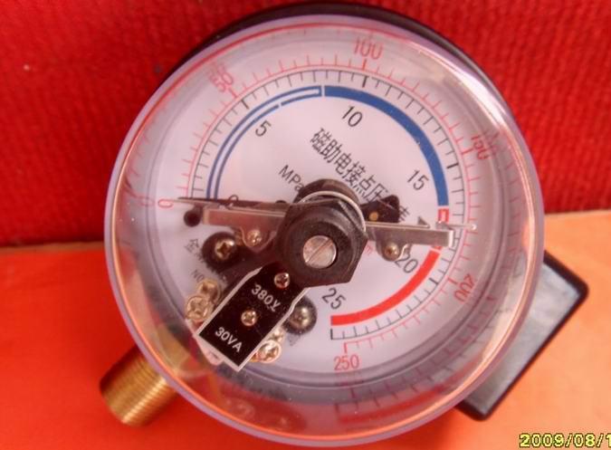 ST-HLGK-Y100/150系列数字电接点压力表是利用指针式压力表的测量原理,配用霍尔传感器作为测压元件、单片机控制的在线测量仪表。它从根本上克服了指针式电接点压力表、压力表精度低、视值误差大、可靠性差、压力控制点少、损坏率高等诸多缺点,是指针式电接点压力表、指针式压力表的换代产品。 特点 LED数码管数字显示,分辨率高,无视值误差; 采用STC单片机,结合功能强大的软件技术,使仪表具有较高的智能化功能; 参数修正功能,能随时在线对仪表零点、误差值进行修正,使仪表能保持原有的精确度; 大功率负载