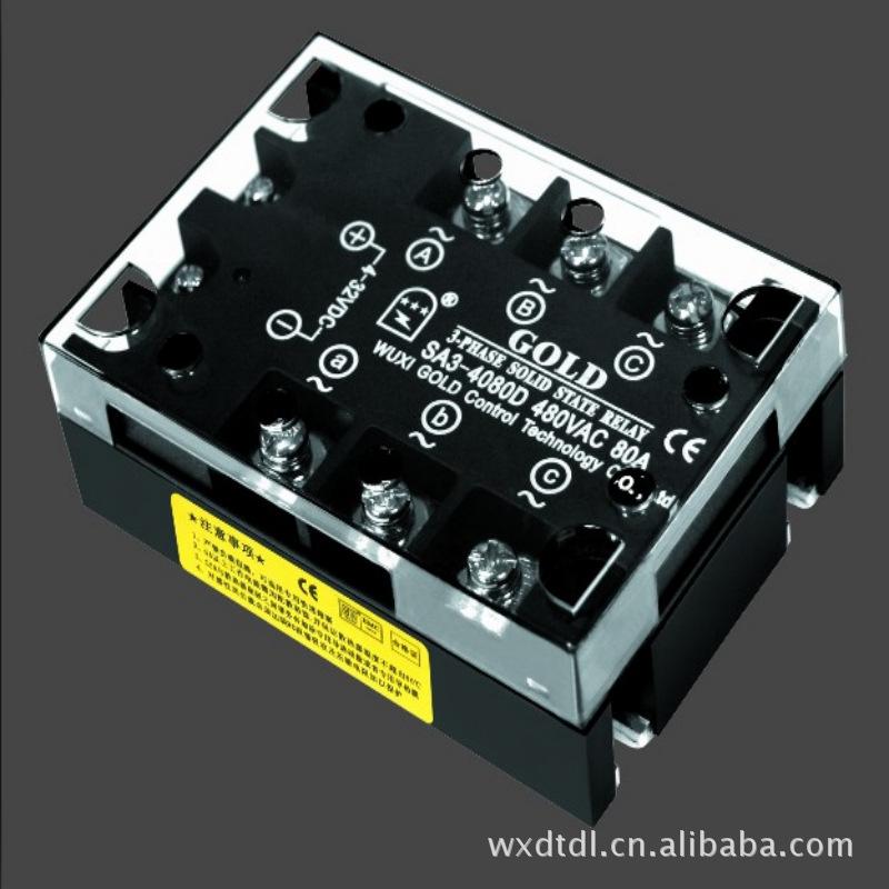 固态继电器工作原理 固态继电器也称作固态开关是一种由固态电子组成的新型电子开关器件,集光电藕合大功率双向晶闸管及触发电路阻容吸收回路于一体用来代替传统的电磁式继电器实现对单相或者三相电动机的正反转控制或者其它控制无触点无动作噪音开关速度快无火花干扰和可靠性高等优点 按负载电源的类型不同 固态继电器分交流和直流两种按触发类型又分为过零触发型固态继电器与传统的电磁继电器(EMR)相比,是一种没有机械、不含运动零部件的继电器,但具有与电磁继电器本质上相同功能。固态继电器按其工作性质分直流输入基本的固态继电器就