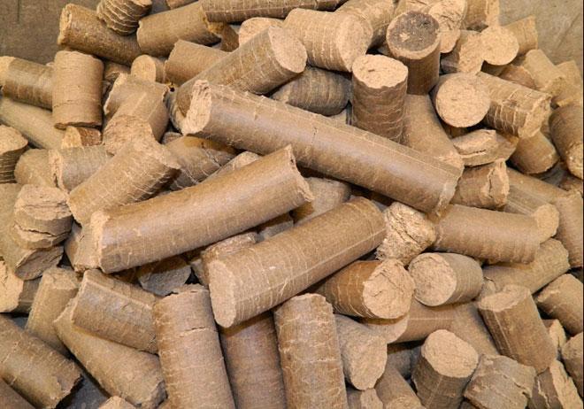 燃料8毫米纯木屑生物质颗粒 销售部:戴小姐 电话:021-33709778 13917848478 QQ:409784357 1427999810 FAX:021-51714555-16268 产品规格: 直径:8mm 长度10~20mm 水分9.0% 密度750kg/m3 灰分8.0% 热值3300 25kg/1000kg塑编袋包装 木屑颗粒主要以松木,杉木,桦木、杨木、果木及农作物桔杆为原料加工而成,用于燃烧/烧烤及壁炉取暖,其燃烧效率超过80%以上(超过普通煤燃烧约60%的效率)燃烧效率高,产