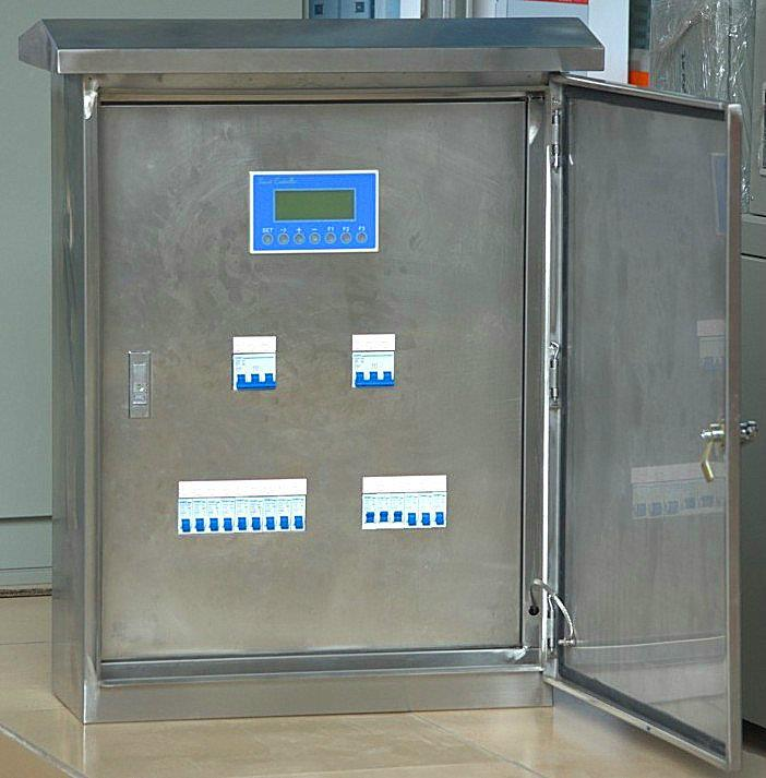 YL-MR系列智能照明控制箱(模块) 照明模块样板箱是展示照明模块的控制回路多与CAN-BUS和485-BUS控制方式的主要效果,这个电箱有12回路,单门开关,内置YL-MR0616智能照明模块2台。 此产品是需要订做的,智能照明配电箱,价格只是参考,详细需要客户提供详细图纸和要求,智能控制照明开关,我们有专业的技术人员我们承接成套路灯照明控制箱,从成套电箱到智能控制系统整套工程完整做好,让你的工程更放心! 我们将给于技术支持与服务!