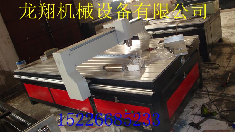 性能特点 1、本机是在采用国外雕刻机经验的基础之上开发设计的,整体床身铣平,导轨支撑面平整,负重性好,保证设备结构稳定,震动小。 2、X、Y、Z均采用高精密导轨与齿条传动,强钢质,达到了进口雕刻机的性能 3、采用高速水冷变频电机,变速范围宽,扭矩大、切削力强、低噪音、高频率。长时间连续性工作,适应性强、精度高。并在较宽范围内具有恒动率特性。 4、采用微宏控制系统,有断点续雕,掉电恢复雕刻,指定G代码行号雕刻等优点。 (可选配手柄操作系统、脱离电脑工作) 使用范围 适用于广告业的大型切割、标识、标牌等制作,